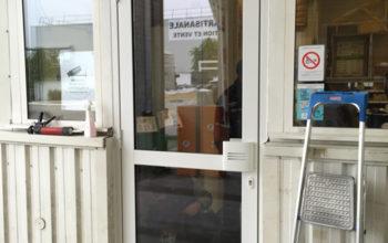 Porte d'entrée de magasin en alu