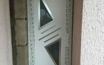 Porte d'entrée en PVC avec des éléments en Alu