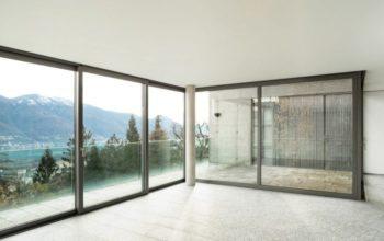 Renfort en acier galvanisé et fenêtres mixtes