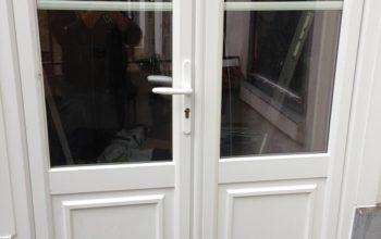 Pose d'une porte d'entrée PVC à Versailles